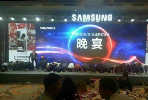 samsung-china-kneeling-702x540-640x492